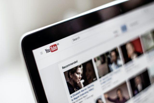 Youtuberi sú podnikaví, rodičia chcú z detí právnikov a ekonómov